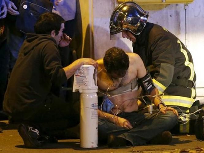 Tấn công khủng bố đẫm máu tại Paris, 130 người chết, 100 người bị giết sau khi bắt làm con tin ảnh 3