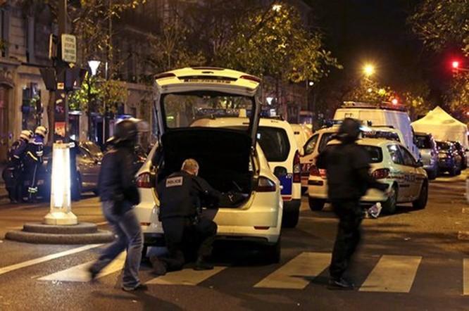 Tấn công khủng bố đẫm máu tại Paris, 130 người chết, 100 người bị giết sau khi bắt làm con tin ảnh 4