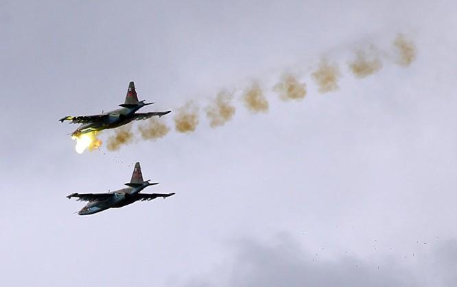 Máy bay cường kích Su-24 Nga không kích chống khủng bố tại Syria