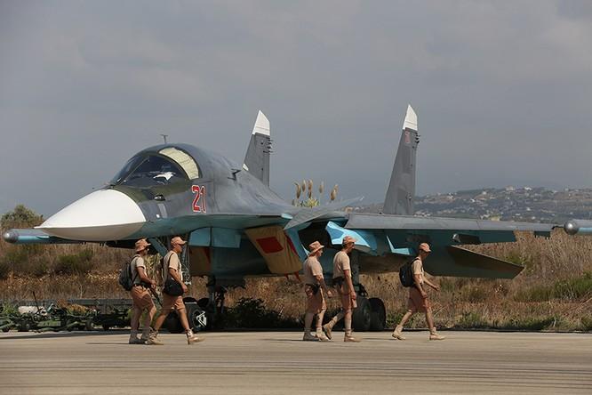 Chiến đấu cơ Su-34 Fullback tại sân bay Latakia