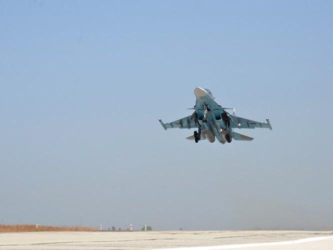 Phi đội Su-25 và máy bay cường kích Su-34 Fullback của Nga xuất kích từ sân bay Latakia thực hiện chiến dịch không kích chống khủng bố