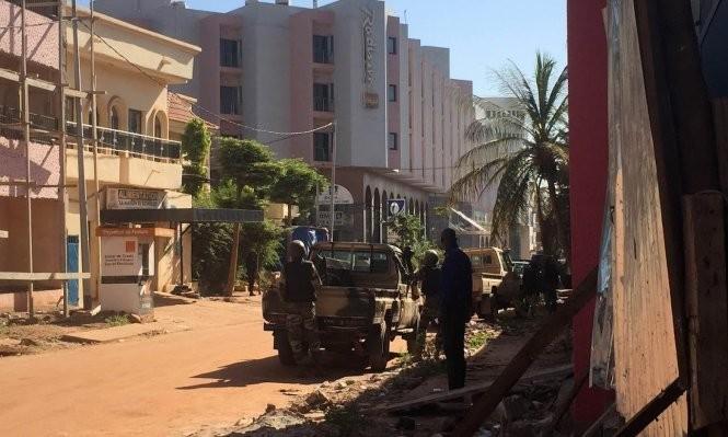 Khủng bố tại khách sạn Mali, hai tay súng đã chết ảnh 4