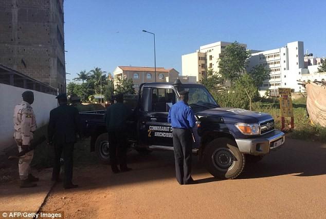 Khủng bố tại khách sạn Mali, hai tay súng đã chết ảnh 7