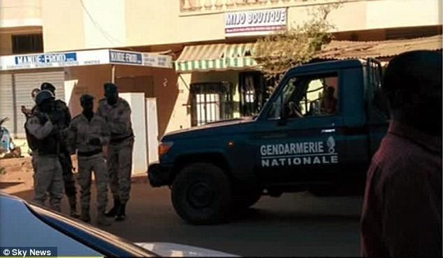 Khủng bố tại khách sạn Mali, hai tay súng đã chết ảnh 9
