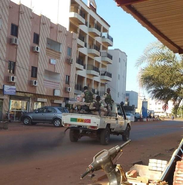 Khủng bố tại khách sạn Mali, hai tay súng đã chết ảnh 2