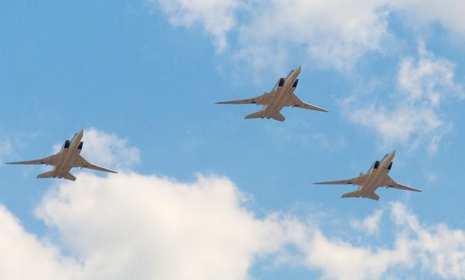 Phi đội máy bay ném bọm chiến lược tầm xa Tu-160 của Nga