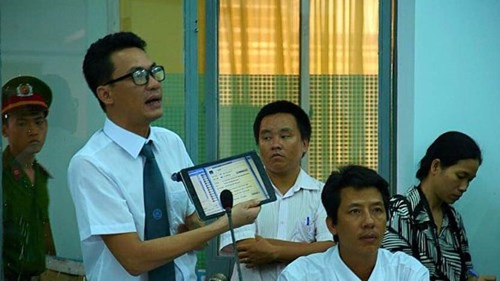 Phạt người 'chê' chủ tịch tỉnh trên Facebook: Sẵn sàng hỗ trợ bà Trang khởi kiện ảnh 1