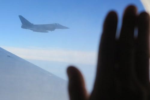 Máy bay chiến đấu hộ tống đoàn Chủ tịch nước Trương Tấn Sang thăm Đức ảnh 1