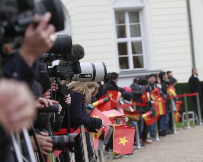 Lãnh đạo Việt – Đức lo ngại việc tôn tạo bãi đá ở biển Đông ảnh 2