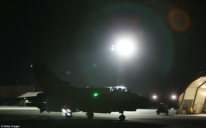 Anh ồ ạt không kích IS tại Syria ảnh 5