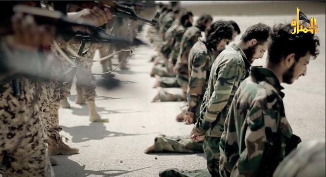 Rùng rợn cảnh phiến quân al Qaeda hành quyết binh sĩ Syria ảnh 4