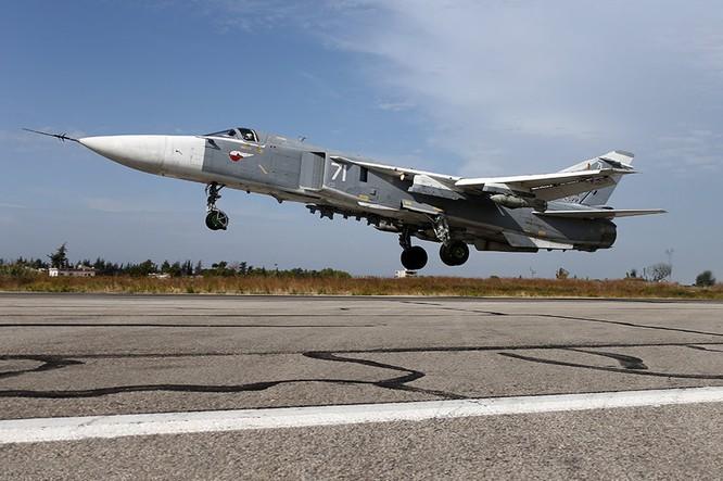 Su-24 của Nga xuất kích tại căn cứ ở Latakia, Syria