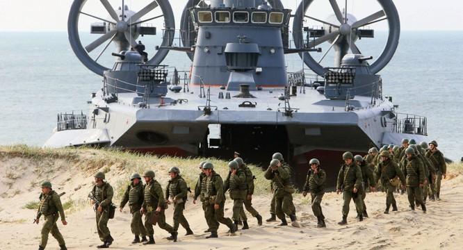Quân đội Nga tập trận đổ bộ với tàu đổ bộ đệm khí