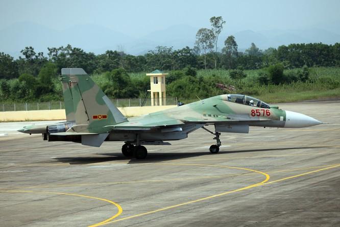 """Chàng phi công 27 tuổi lái """"hổ mang chúa"""" Su-30 bảo vệ Trường Sa ảnh 2"""