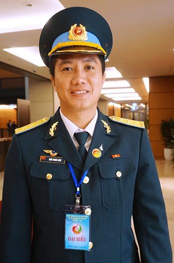 """Chàng phi công 27 tuổi lái """"hổ mang chúa"""" Su-30 bảo vệ Trường Sa ảnh 1"""