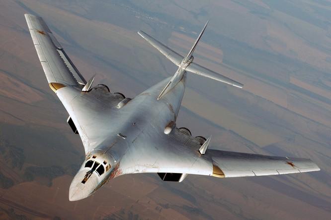 Máy bay ném bom chiến lược Tu-160 Nga lần đầu tiên tham gia chiến dịch không kích tại Syria