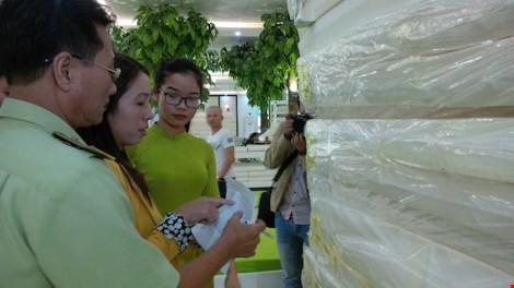 Đà Nẵng: Showroom chỉ bán cho khách Trung Quốc có gì? ảnh 4