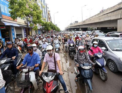 Quan chức Ủy ban ATGTQG: 'Xe máy bật đèn ban ngày sẽ giảm 10% tai nạn' ảnh 2