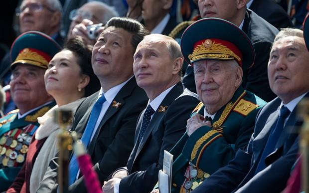 ông Tập Cận Bình và các nhà lãnh đạo thế giới dự lễ kỷ niệm Ngày Chiến thắng tại Mosow tháng 5/2015