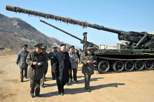 Ông Kim Jong Un đi thị sát một đơn vị quân đội