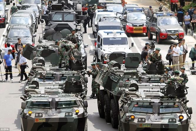 Toàn cảnh loạt vụ phiến quân khủng bố tấn công 7 điểm ở Jakarta ảnh 3