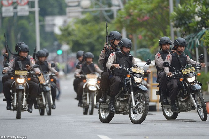 Toàn cảnh loạt vụ phiến quân khủng bố tấn công 7 điểm ở Jakarta ảnh 4