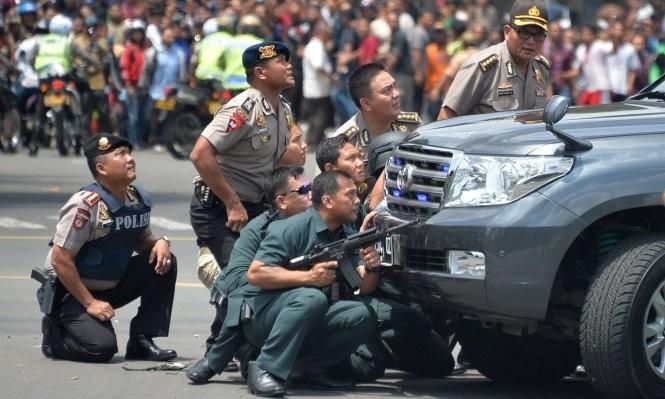 Toàn cảnh loạt vụ phiến quân khủng bố tấn công 7 điểm ở Jakarta ảnh 8