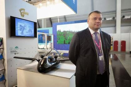 Tổng giám đốc Tổng công ty Chế tạo thiết bị thống nhất (OPK) Aleksandr Yakunin và UAV đa nhiệm Chirok
