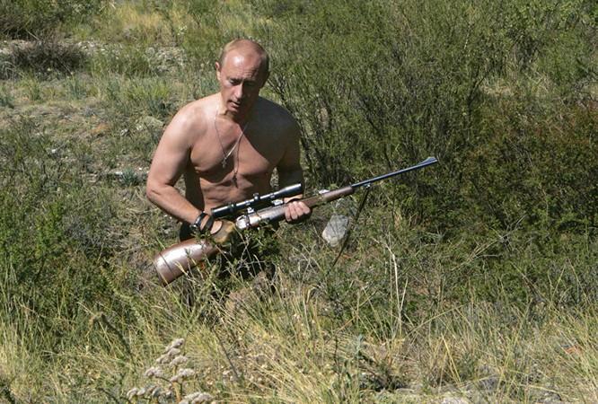 Ngày 18/9/2013. Tổng thống Vladimir Putin trong chuyến thăm nhà máy Izhevsk