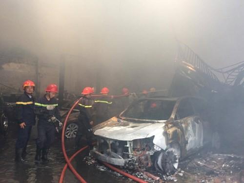 Hàng loạt siêu xe Bentley bị thiêu rụi trong vụ cháy ở Sài Gòn ảnh 8