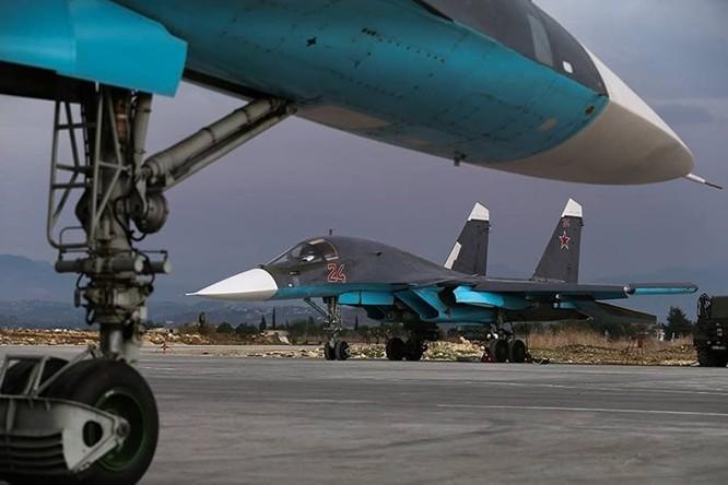 Su-34 Fullback của Nga tại căn cứ không quân ở Latakia