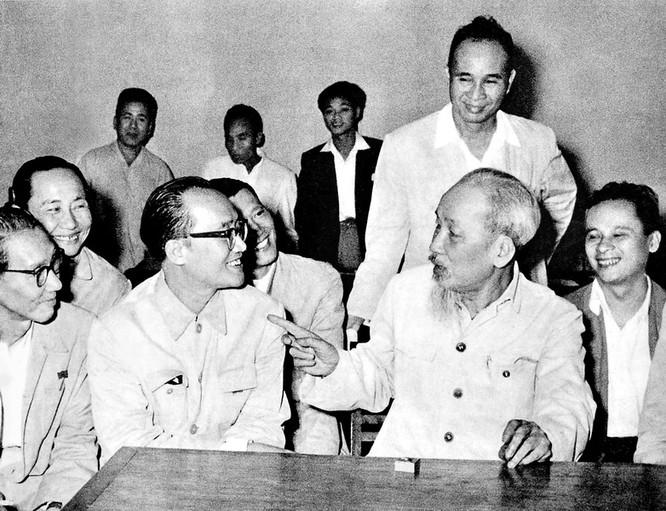 Chủ tịch Hồ Chí Minh đã thu hút được rất nhiều đại trí thức, người tài ra giúp nước