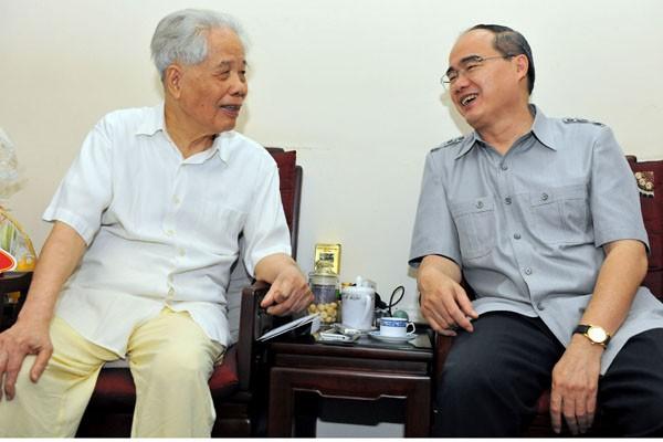 Nguyên Tổng Bí thư Đỗ Mười và Chủ tịch Ủy ban T.Ư MTTQ Việt Nam Nguyễn Thiện Nhân