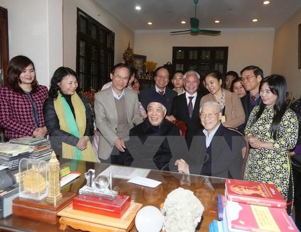 Tổng Bí thư Nguyễn Phú Trong tới thăm và chúc mừng nguyên Tổng Bí thư Đỗ Mười nhân dịp ông bước sang tuổi 100
