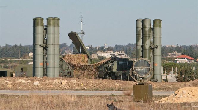 Hệ thống tên lửa S-400 cũng đã được Nga triển khai, lập vùng cấm bay trên thực tế ở Syria