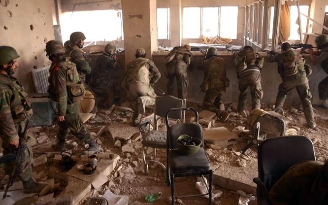 Quân đội Syria chiến đấu ở Aleppo