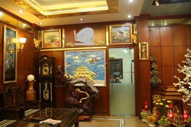 Đại gia Việt chơi ngông mạ vàng siêu xe, căn hộ, biệt thự ảnh 1