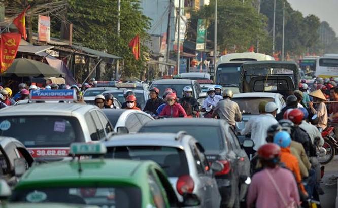 """Ùn tắc """"trên từng cây số"""", dân băng đồng tìm đường về Hà Nội, TPHCM ảnh 4"""