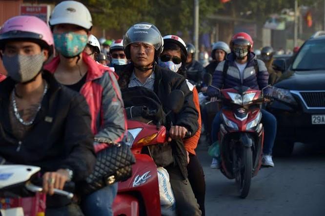 """Ùn tắc """"trên từng cây số"""", dân băng đồng tìm đường về Hà Nội, TPHCM ảnh 5"""