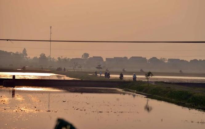 """Ùn tắc """"trên từng cây số"""", dân băng đồng tìm đường về Hà Nội, TPHCM ảnh 7"""
