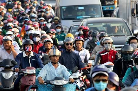 """Ùn tắc """"trên từng cây số"""", dân băng đồng tìm đường về Hà Nội, TPHCM ảnh 16"""