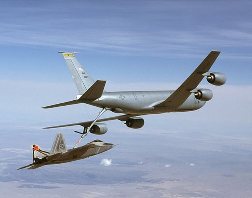 Dàn tiêm kích tối tân 'chim ăn thịt' F-22 là yếu tố không thể thiếu trong chiến lược tác chiến không-hải nhằm đối thủ