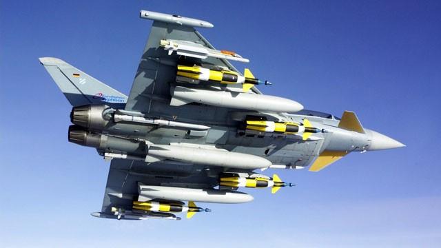 """Siêu tiêm kích Su-35 """"quyết đấu"""" với Eurofighter Typhoon: Ai thắng? ảnh 1"""