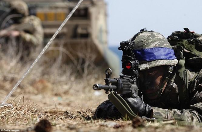 Cận cảnh 317.000 quân Mỹ-Hàn rầm rộ tập trận đổ bộ ảnh 13