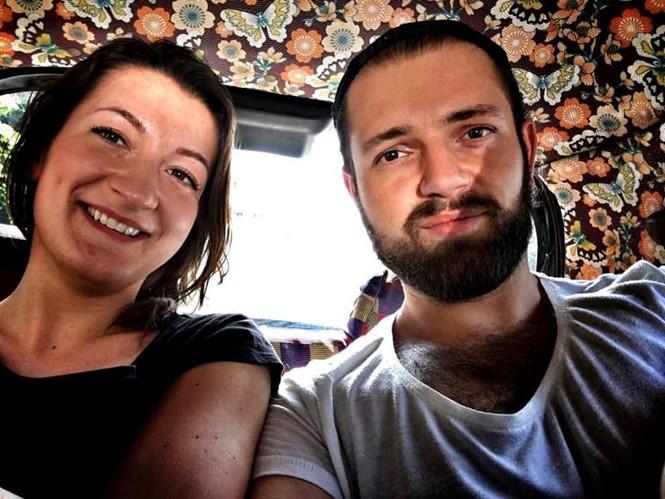 Arkadiusz (phải) và Katarzyna chụp hình chung trong một lần du lịch - Ảnh: Arkadiusz cung cấp