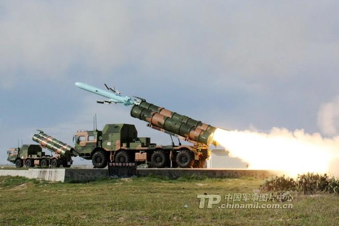 Tên lửa YJ-62 của Trung Quốc khai hỏa trong một cuộc tập trận