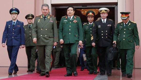 Nga rất quan tâm đến Cam Ranh. Trong ảnh là chuyến thăm của bộ trưởng quốc phòng Nga Sergei Shoigu tới Việt Nam