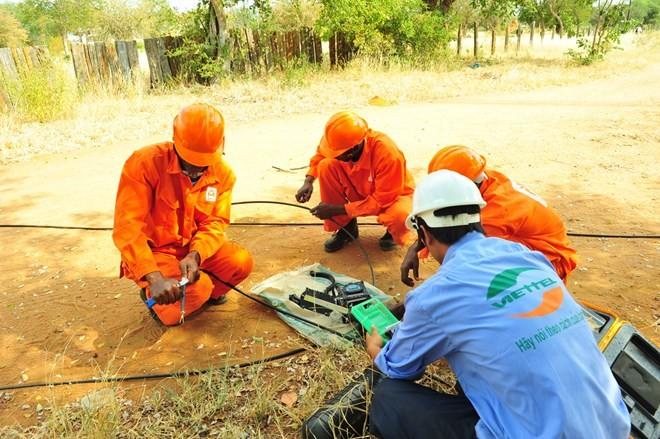 Hiện Viettel đã đầu tư ở 9 nước thuộc 3 châu lục, với tổng dân số 146 triệu người. Trong ảnh, Viettel triển khai dịch vụ tại Mozambique.