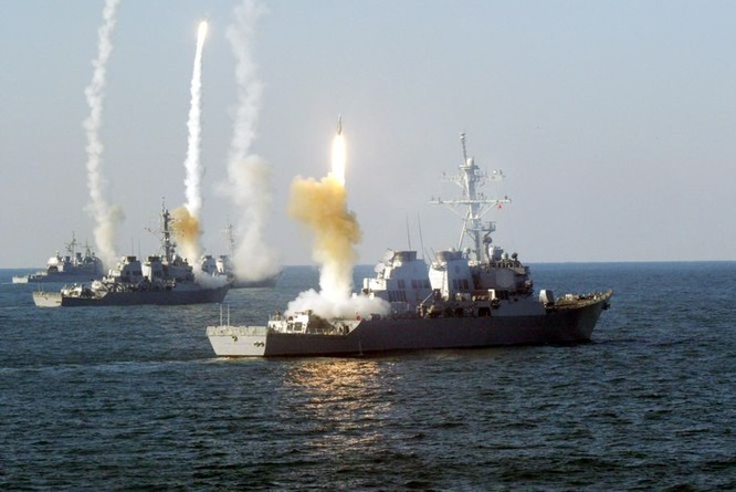 Chiến hạm Mỹ phóng tên lửa trong cuộc tập trận