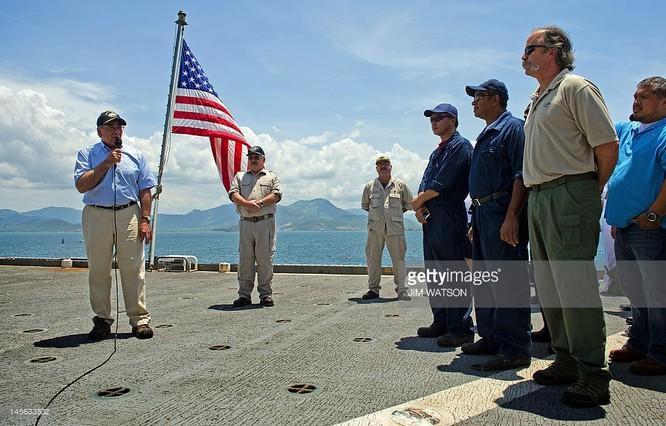 Bộ trưởng quốc phòng Mỹ Leon Panetta trên vịnh Cam Ranh năm 2012